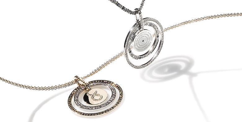 Goldamulette und Goldringen kombiniert mit Brillanten und