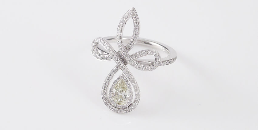 Arabesque Goldring mit Diamant Ruth Sellack Schmuckobjekte Stuttgart