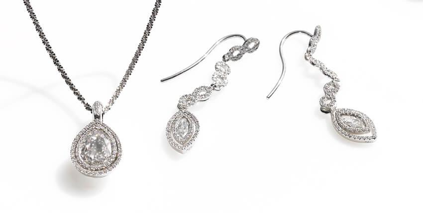 Kollektion Villandry Anhänger mit tropfenförmigem Diamant und Brillanten und passendem Ohrschmuck