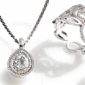 Schmuckkollektion Arabesque bestehend aus Ohrschmuck und Ringen, in Gold mit Brillanten und Diamanten