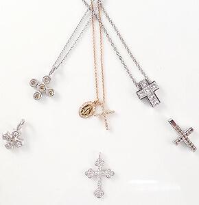 Schöne Geschenkideen zu Konfirmation, Kommunion oder andere besondere Momente. Edle, kleine Kreuze an feinen Gold- oder Silberketten mit Edelsteinen besetzt und gefasst.