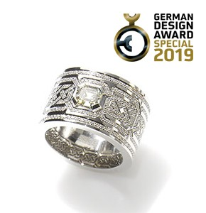 Präsentation der Gewinner des German Design Awards mit unserem Ring Gordon, Ruth Sellack Schmuck, Stuttgart