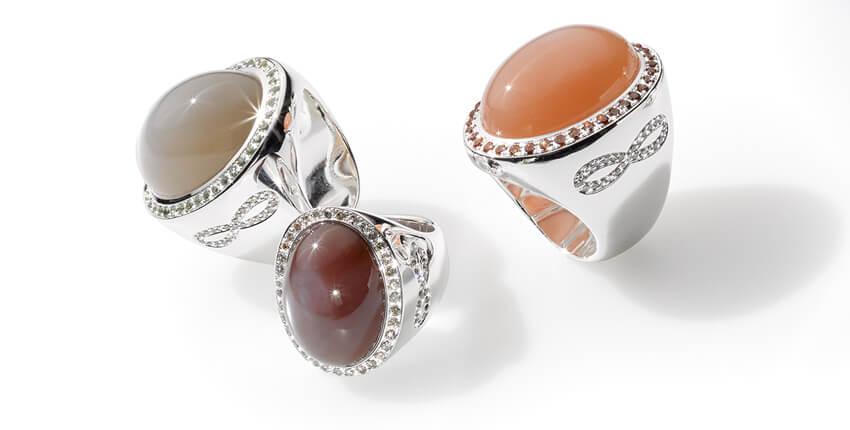 Aussergewöhnliche Ringe: Caramella mit Farbedelsteinen und Saphiren, Schmuckdesign und Goldschmiede Ruth Sellack in Stuttgart
