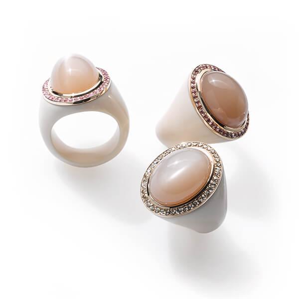 Cabochonringe mit Mondsteinen und Brillanten oder Farbedelsteinen